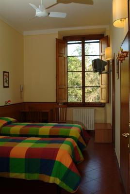 A room at the CDS Istituto Gould hotel/hostel in Florence