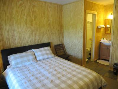 Emerald Lake Nude Resort Porter, Texas, U.S.A. (30 guest