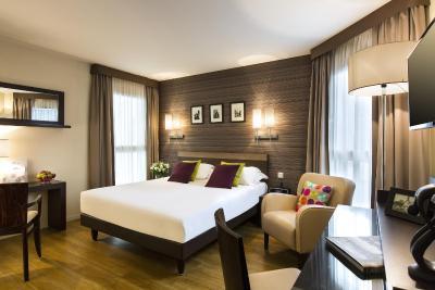 Hotel R 233 Publique Paris France Booking Com