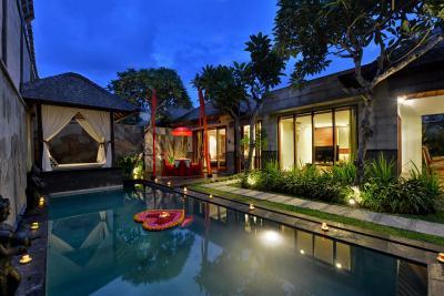 Khayangan dreams vila seminyak indonesia for Bali indonesia hotel booking