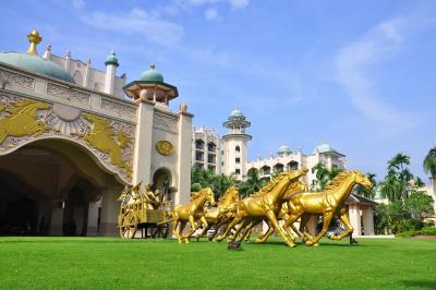 Hotel palace of golden horses seri kembangan malaysia - Palace of the golden horses swimming pool ...