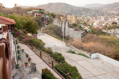 villas el morro zihuatanejo mexico. Black Bedroom Furniture Sets. Home Design Ideas