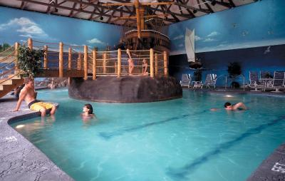 John carver inn spa plymouth ma for Plymouth hotels with swimming pools