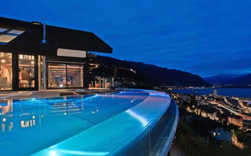 Montreux Deck