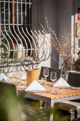 Um restaurante ou outro lugar para comer em Hotel & Restaurant Rose