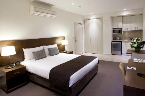 Cama ou camas em um quarto em Quest Glen Waverley