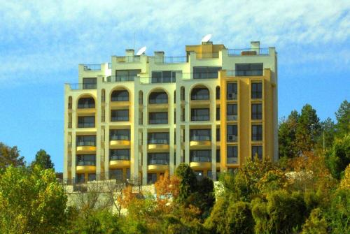 Queen's View Apartments