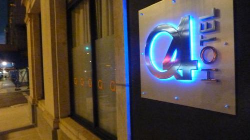 Q4 ホテル アンド ホステル