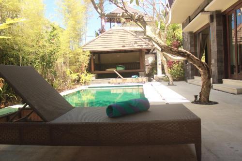 בריכת השחייה שנמצאת ב-The Bali Bagus Villas או באזור
