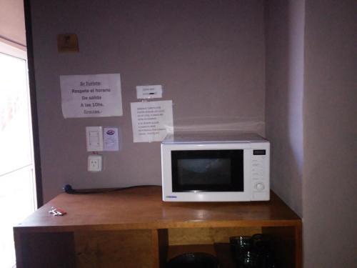 Una televisión o centro de entretenimiento en La Dolfita