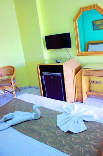 Gaddis Hotel, Suites and Apartments