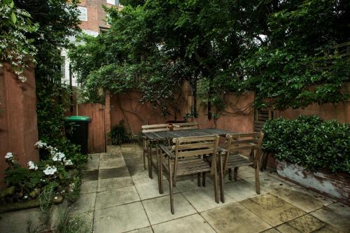 Large and Modern Terrace close to CBD