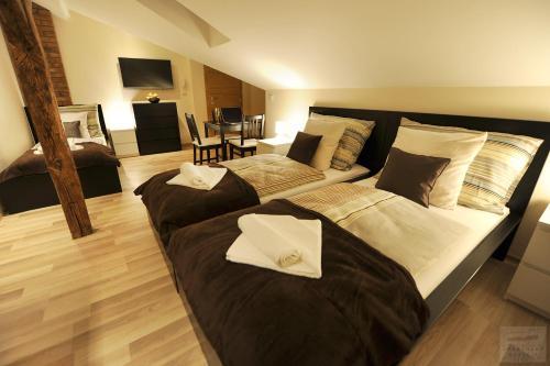Cama ou camas em um quarto em Apartmány Kukučín