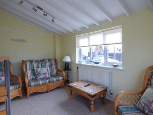 Uma área de estar em Hillside Cottage, Leiston