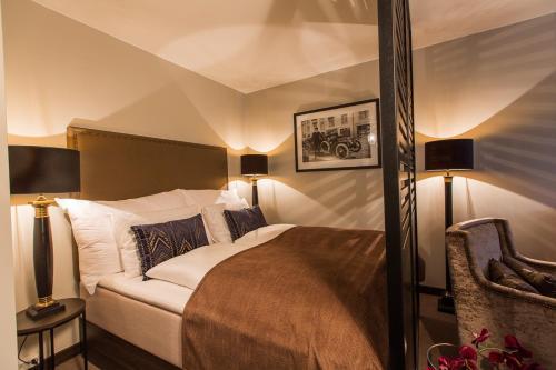 سرير أو أسرّة في غرفة في شقق ساغا أوسلو