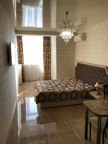 Una cama o camas en una habitación de Apartment on Parkovaya 6