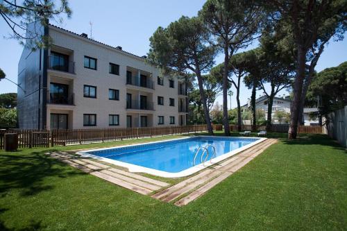 בריכת השחייה שנמצאת ב-SG Marina 54 Apartments או באזור