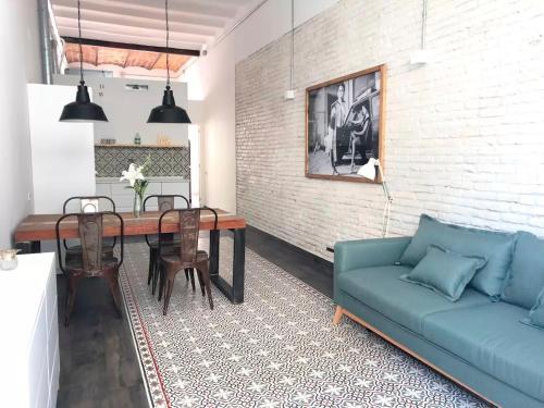 Uma área de estar em Amazing NEW apartment in the heart of Barcelona