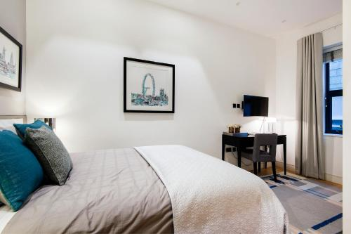 Giường trong phòng chung tại Arcore Premium Apartments: Covent Garden