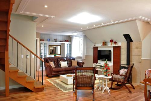 Uma área de estar em Apartamento Duplex Gramado