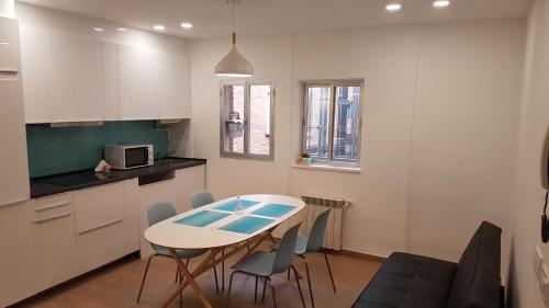 Una cocina o kitchenette en Piso bien comunicado 23 min Sol 15 min Atocha