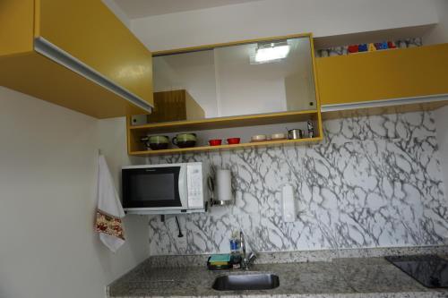 A cozinha ou cozinha compacta de Studio Metrô Luz em frente