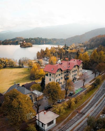 Uma vista aérea de Hotel Triglav