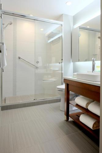 Un baño de Hyatt Place Manati