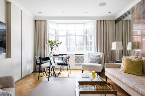 Khu vực ghế ngồi tại Evelyn House by Lime Street