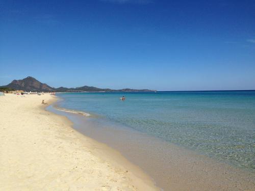 Sardegna villaggi turistici villaggi vacanze nella zona sardegna in italia - Spiaggia piscina rei ...