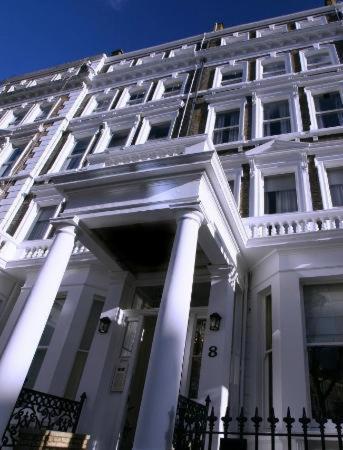 London Escorts Near Oxbridge Apartments