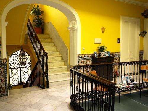 La Casa Amarilla Rooms & Suites