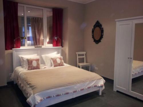 Cama ou camas em um quarto em The Guest House II