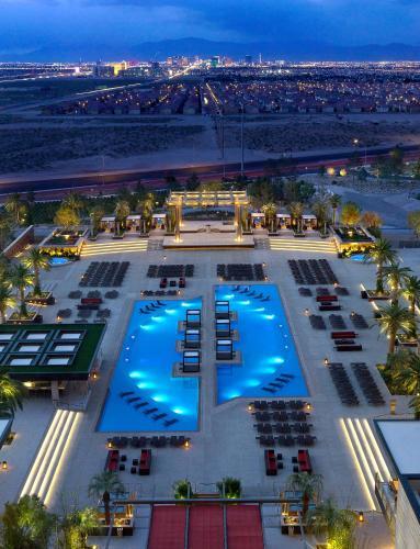 Una vista de la pileta en M Resort Spa & Casino o alrededores