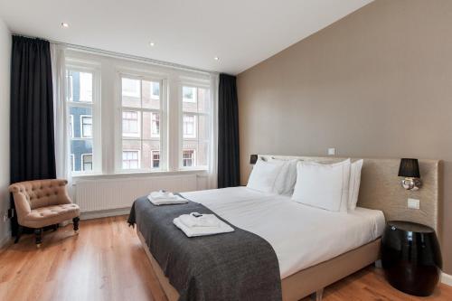 Una cama o camas en una habitación de Cityden Centre Serviced Apartments