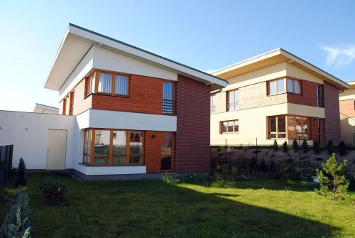 Ruterra House with Garden