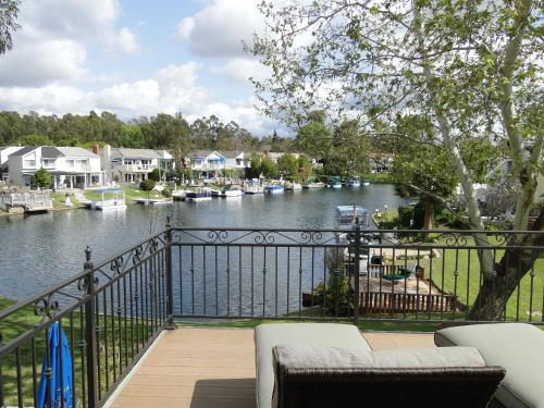 Villa Sereno- Luxury Lakefront Villa near Laguna Beach