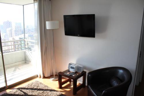 Uma TV ou centro de entretenimento em Rentaparts Sucursal Apoquindo