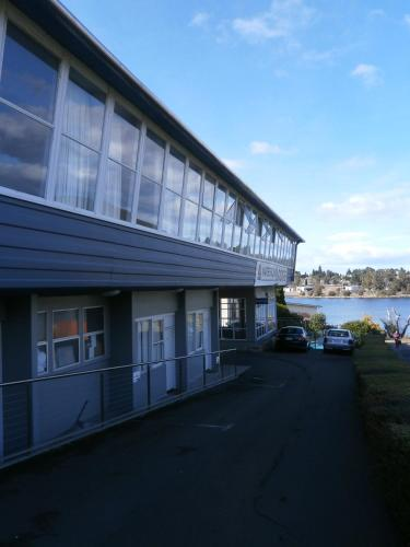Waterfront Lodge Motel