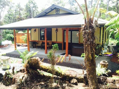 Tsugi Teahouse At Volcano