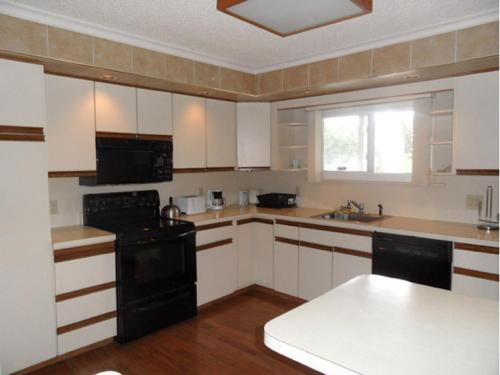 Pinebrook - Three Bedroom House