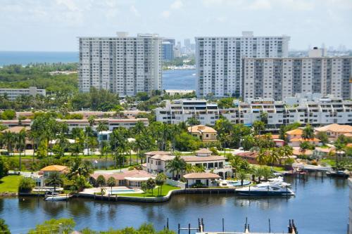 Intracoastal Yacht Club by Miami TCS