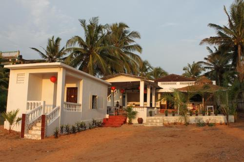 Calangute guest houses guest homes in calangute india for Guest house in goa with swimming pool