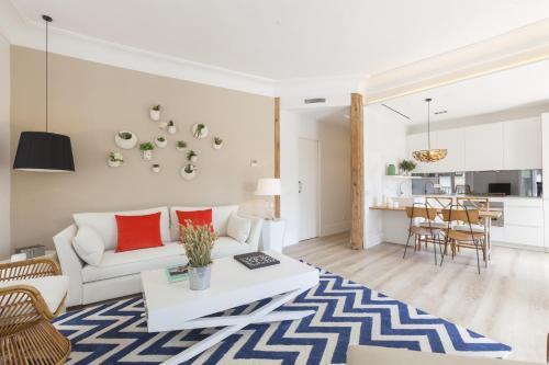 Home Select Santa Ana Apartments