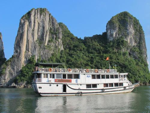 Halong Party Cruises
