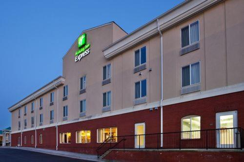 Holiday Inn Express Hotel And Suites Commerce-Tanger Outlets Review