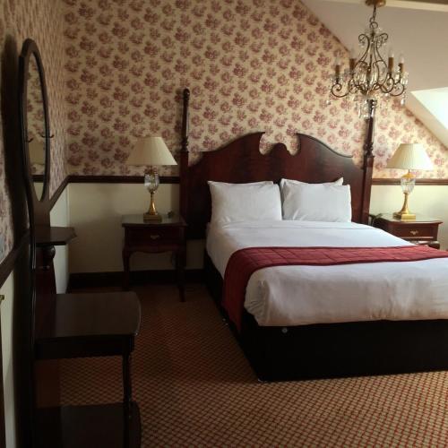 Giường trong phòng chung tại Tides Apartments Liscannor