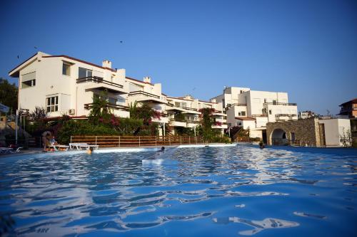 The olive terrace apartments dh rmi albania for 500 hillside terrace bessemer al