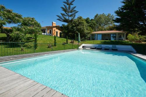 Refuge Holiday Homes / Villa with Ocean View