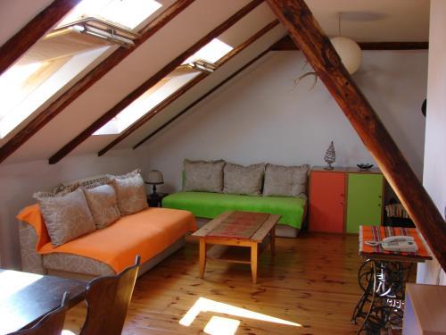Lazin Rooms & Apartments